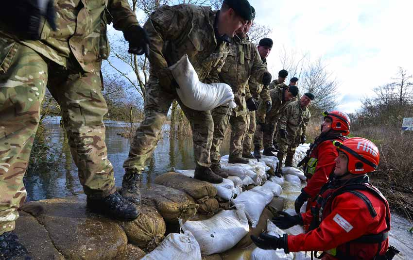 Reservists from 7 Battalion, The Rifles Reinforcing a Dam During Flooding