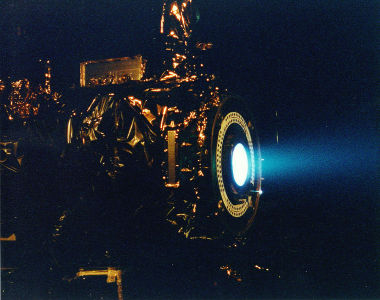 1142px-Ion_Engine_Test_Firing_-_GPN-2000-000482